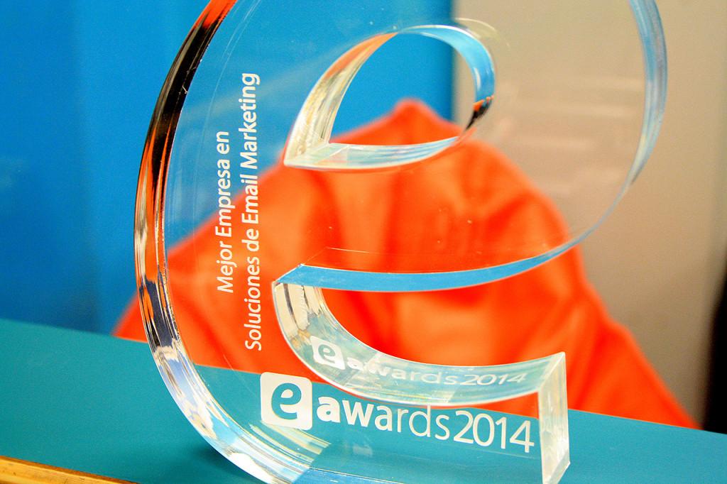 Premio Eawards reluciente en la oficina